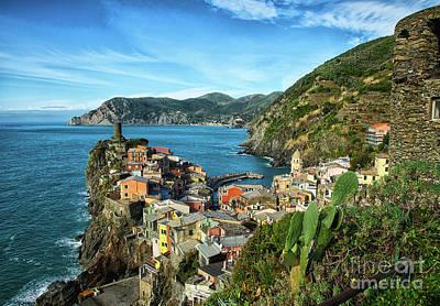 Photograph - Vernazza Cinque Terre Southern View by Wayne Moran