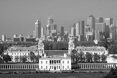 Photograph - View Of Queens House And Canary Wharf From Greenwich Park by Aidan Moran