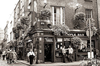 Vintage Temple Bar Dublin Art Print