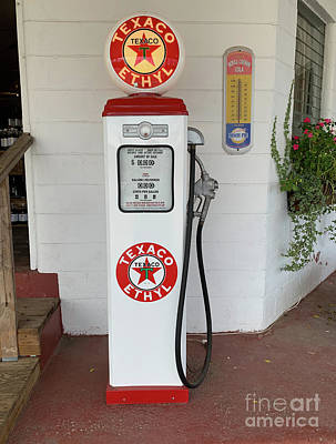 Photograph - Vintage Texaco Gas Pump In Beaufort Sc by Dale Powell