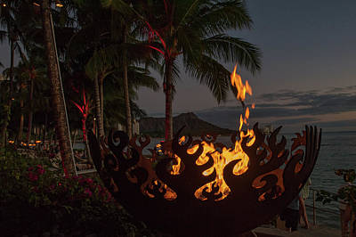 Photograph - Waikiki Rumfire by Dan McManus
