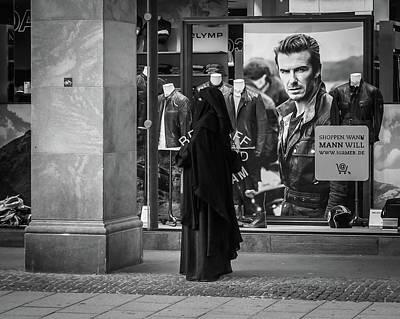 David Beckham Wall Art - Photograph - Waiting For Beckham by Borja Robles