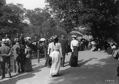 Hyde Park Wall Art - Photograph - Walking In The Row by Hulton Collection