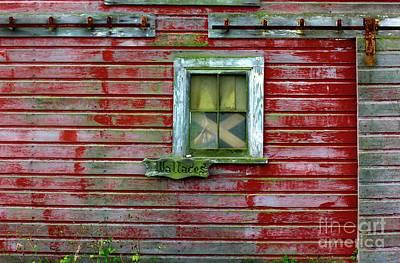 Photograph - Wallace Barn by Suzanne Lorenz