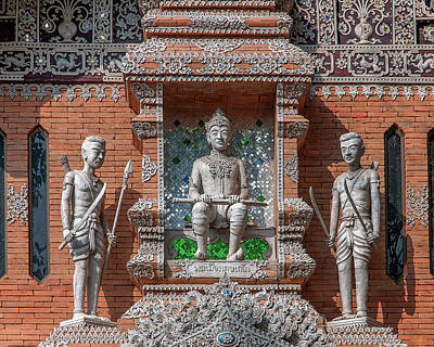 Photograph - Wat Lok Molee King Mengrai Wihan King Mengrai And Guards Dthcm2557 by Gerry Gantt