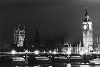 Photograph - Westminster By Night by Ian Tyas