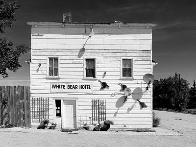 Photograph - White Bear Hotel by Dominic Piperata