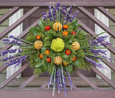 Photograph - Williamsburg Wreath 101 by Teresa Mucha