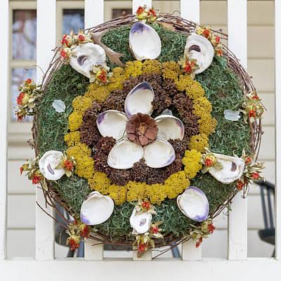 Photograph - Williamsburg Wreath 98 by Teresa Mucha