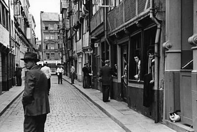 Photograph - Window Shopping by Bert Hardy