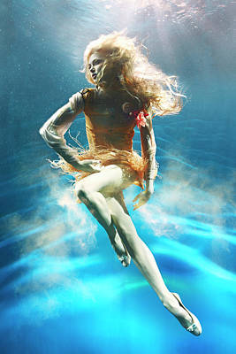 Photograph - Woman Underwater by Zena Holloway