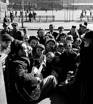 Photograph - Woody Guthrie Performs On Stoop by Eric Schaal