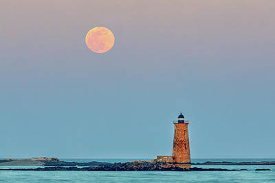 Photograph - Worm Moon And Whaleback Light by Juergen Roth