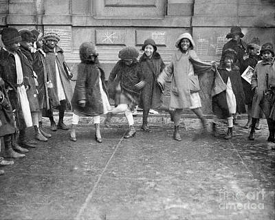 Photograph - Young Girls Dancing The Charleston In by New York Daily News Archive