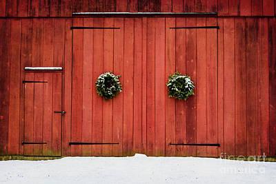 Photograph - Yuletide Barn by Debra Fedchin