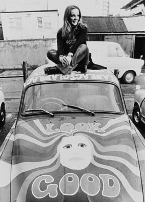 Photograph - Yvonne Freeman And Her Psychedelic Car by Keystone-france