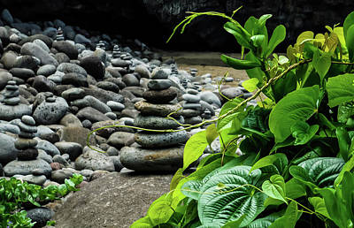 Photograph - Zen At Hanakapi'ai Beach by Dawn Richards