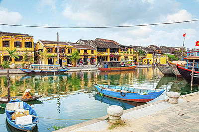 Outdoor Graphic Tees - Hoi An Ancient Port by Rob Hemphill
