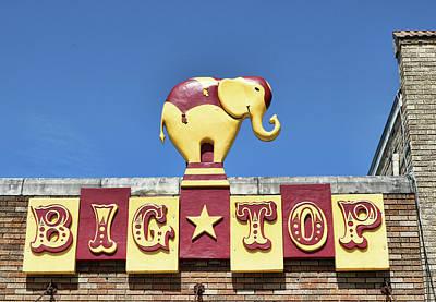 Going Green - Big Top - Austin, Texas by Allen Beatty