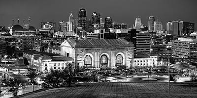 Queen - Chiefs Skyline Monochrome Panorama - Kansas City Missouri by Gregory Ballos