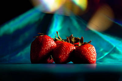 Achieving - Colorful strawberries  by Sven Brogren
