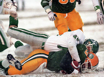 Christmas Cards - Edmonton Eskimos Football - Chris Johnstone In The Snow - 1990 by Terry Elniski