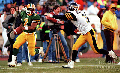 Sports Royalty-Free and Rights-Managed Images - Edmonton Eskimos Football - Henry Williams Td - 1990 by Terry Elniski