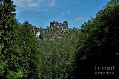 Animal Watercolors Juan Bosco - Elbesandstone rock formation spotted from the Amselgrund in Saxon Switzerland by Pis Ces