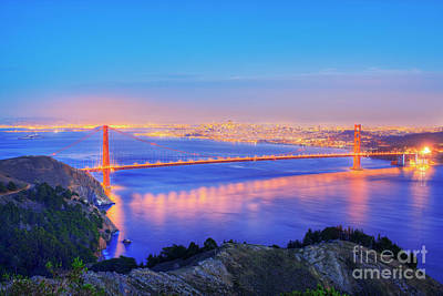 Design Turnpike Books Royalty Free Images - Elevated view of the Golden Gate Bridge at dusk Royalty-Free Image by Paul Hardy