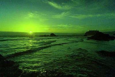 Vintage Movie Stars - Last peak of the sun on Ruby beach  by Jeff Swan
