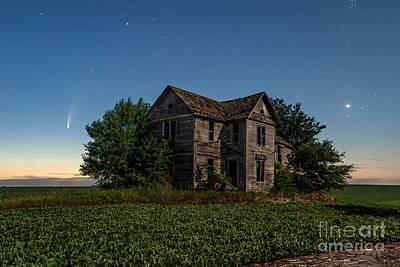 Photograph - Morning Comet by Willard Sharp