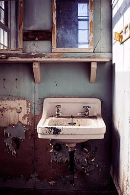Photograph - Old Sink by Janna Jensen