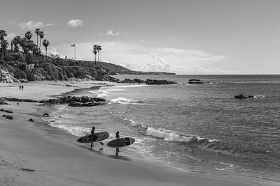 Photograph - Paddleboarders at Divers Cove by Cliff Wassmann