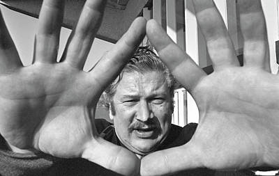 https://render.fineartamerica.com/images/rendered/search/print/images/artworkimages/medium/3/peter-ustinov-at-chichester-festival-theatre-uk-in-1960s-david-cole.jpg
