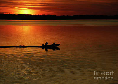 Farm Life Paintings Rob Moline Royalty Free Images - Runnin Late On Lake Murray Royalty-Free Image by Skip Willits
