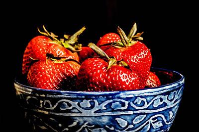Abstract Stripe Patterns - Strawberries by Sven Brogren