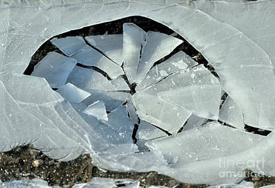 Summer Trends 18 - The broken ice by Esko Lindell