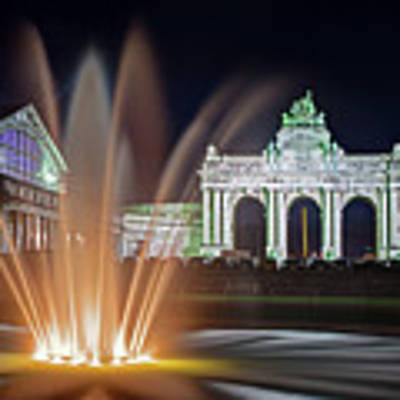 Arcade Du Cinquantenaire Fountain At Night - Brussels Art Print by Barry O Carroll