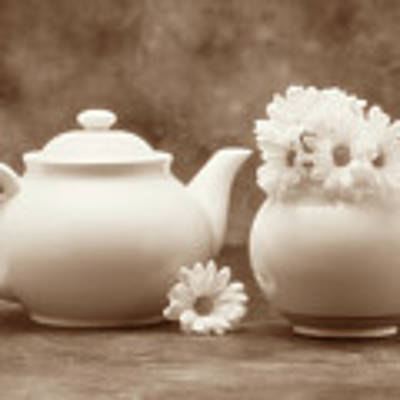 Teapot With Daisies II Art Print