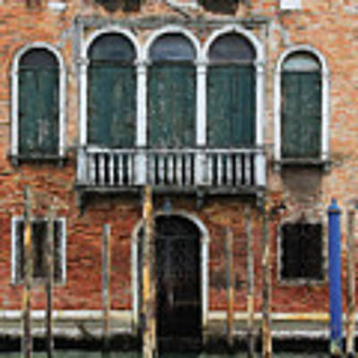 Venice Old Palace Art Print by Julian Perry