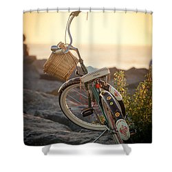 A Bike And Chi Shower Curtain