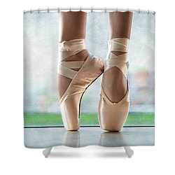 Ballet En Pointe Shower Curtain