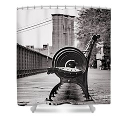 Bench's Circles And Brooklyn Bridge - Brooklyn Heights Promenade - New York City Shower Curtain