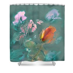 Shower Curtain featuring the photograph El Relevo by Alfonso Garcia