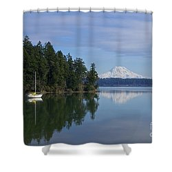 Oro Bay IIi Shower Curtain