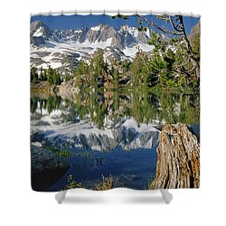 2m6443-v-palisade Peaks And Summit Lake V Shower Curtain
