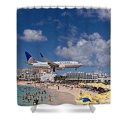 United Low Approach St Maarten Shower Curtain by David Gleeson