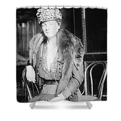 Juliette Daisy Low, Founder Of The Girl Shower Curtain by Photo Researchers