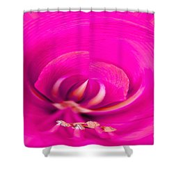 Shower Curtain featuring the photograph Amaryliss Close-up by Les Palenik
