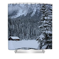 Cabin In The Snow Shower Curtain by Alyce Taylor